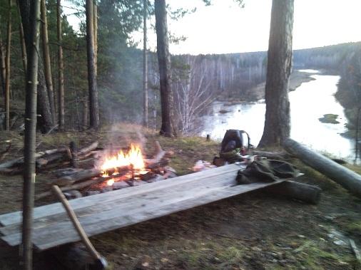 бивак в осеннем лесу