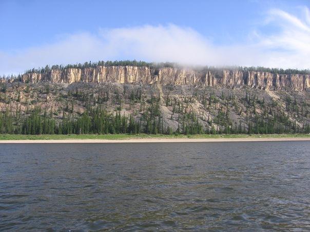 скалы на реке Лене