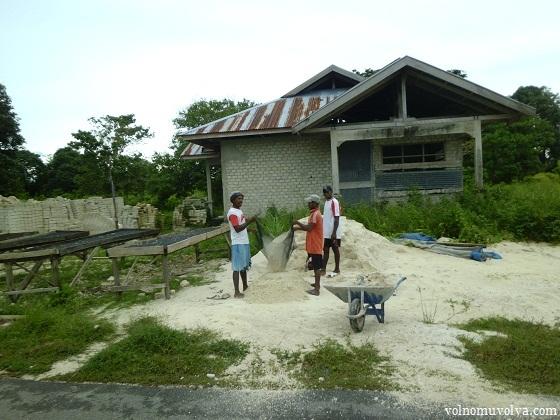 изготовляют кирпичи в индонезии