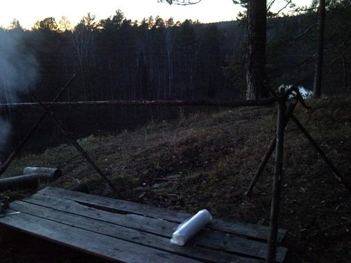 подготовка к ночёвке в лесу