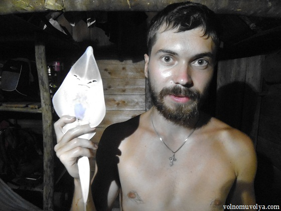 Олег Приходько путешественник с добытым скатом