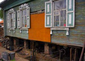 замена-нижних-венцов-деревянного-дома